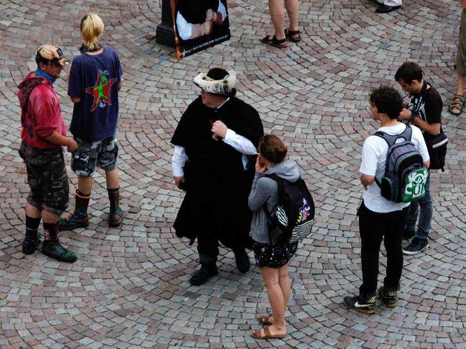 In der Runde der Gegendemonstranten  a... auch Nachtwächter Hans-Martin Vögtle.  | Foto: Sarah Nagel
