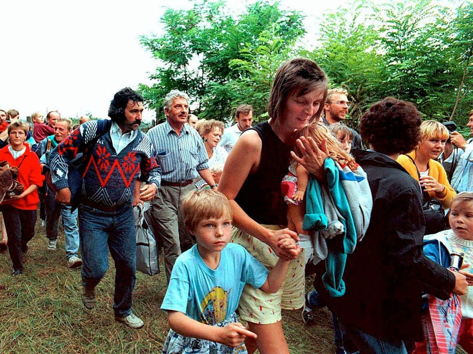 Ab in den Westen: DDR-Bürger kehrten i...1989 ihrem Land massenhaft den Rücken.  | Foto: dpa