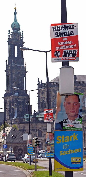 Wahlplakate der NPD  hängen auch in Dresdens Stadtzentrum.     Foto: DPA