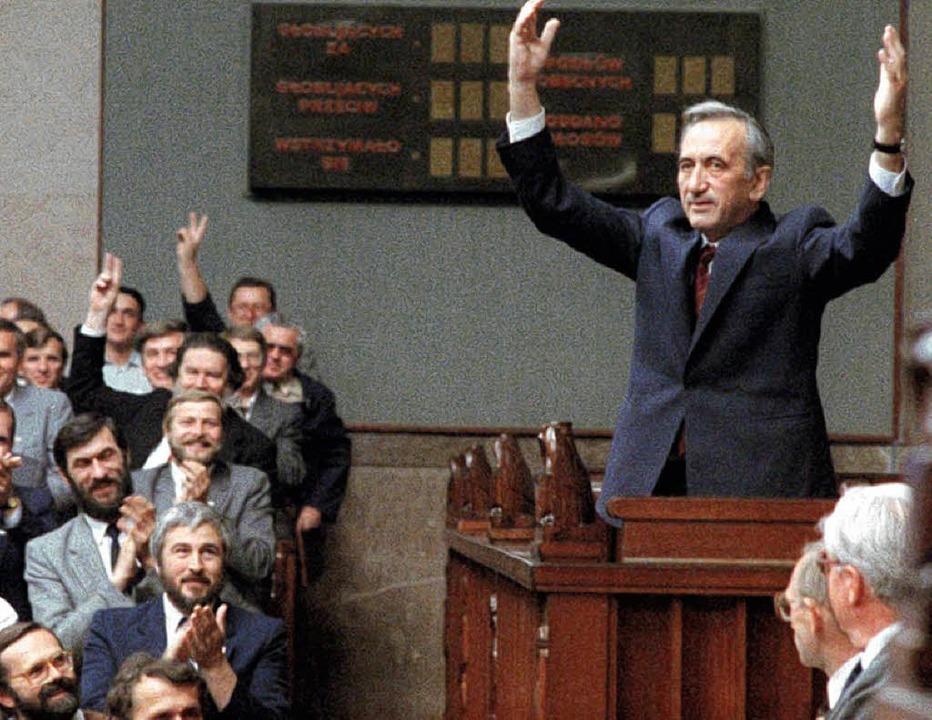 Mazowiecki nach der Wahl im Sejm.   | Foto: dpa