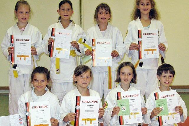 Neue Gürtel für 19 Judoka
