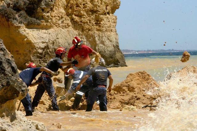 Fünf Touristen von Felsen erschlagen