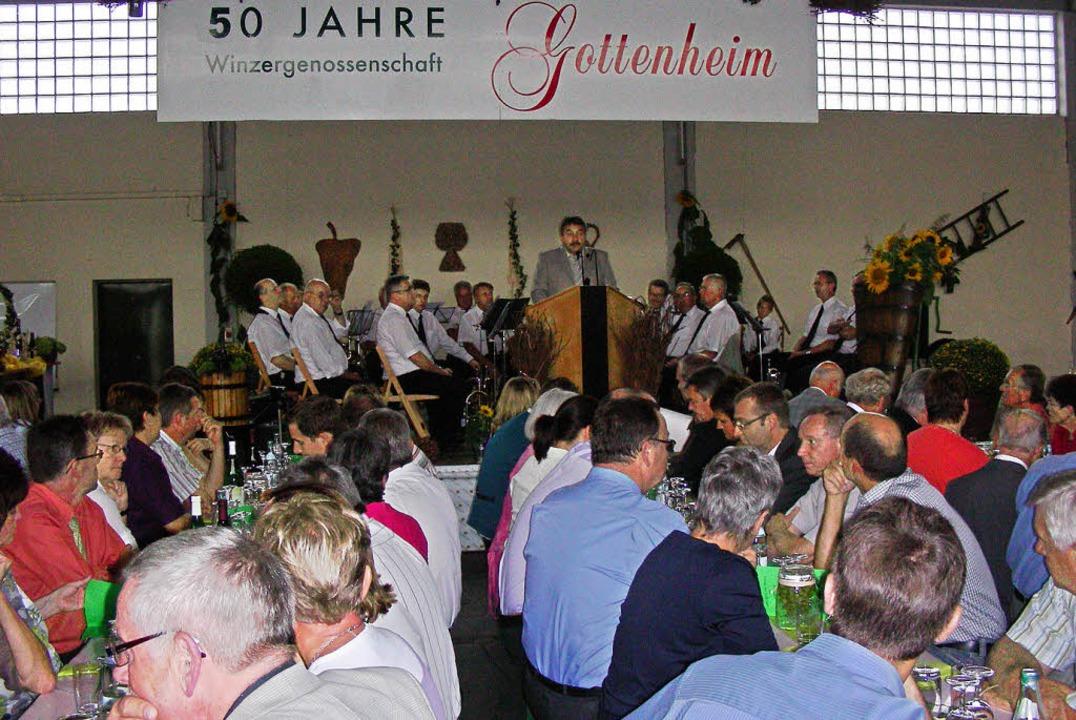Beim Festbankett in der Winzerhalle wu...her Tradition in Gottenheim gewürdigt.  | Foto: Mario Schöneberg