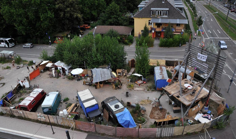 Das Kommando Rhino hat am Paula-Modersohn-Platz ein Wagenburg-Camp errichtet.    Foto: michael bamberger