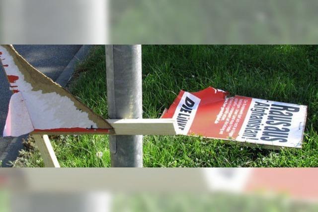 Plakatzerstörern droht Anzeige bei der Polizei
