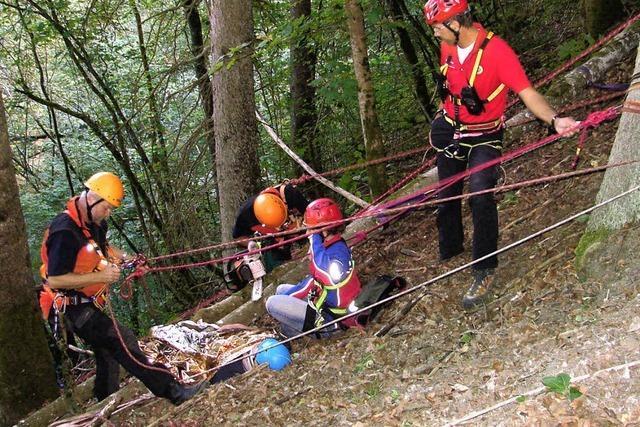 Wanderin stürzt sechs Meter in die Tiefe