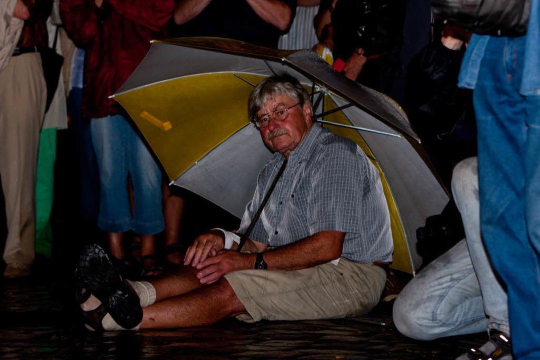 Viele Freiburger ließen sich den Auftr...ken-Chefs trotz Regens nicht entgehen.