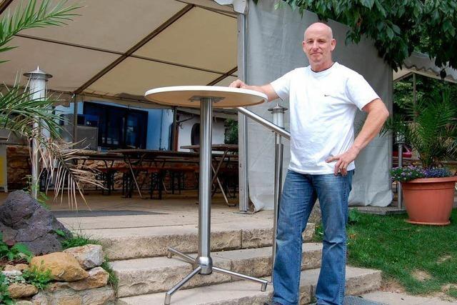 Gastwirt erfindet einen Tisch, der überall gerade steht