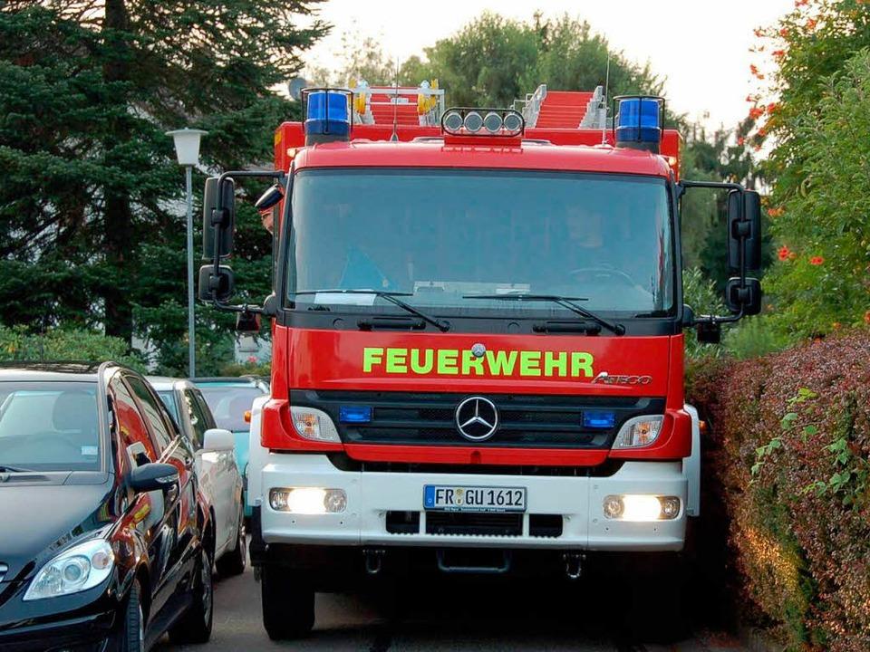Kaum Spielraum für die Feuerwehr Gunde...s zwischen Hecken und geparkten Autos.  | Foto: Andrea Steinhart