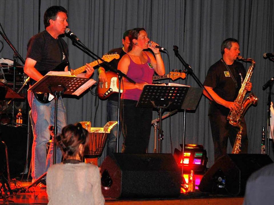 Die Band P-Nuts war bei der  Benefizveranstaltung mit von der  Partie.    Foto: Edgar Steinfelder