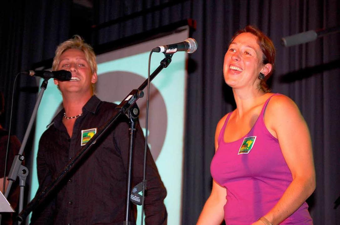 Als Gesangsduo auf der  Bühne:  Michael Meurer und Steffie Lais.    Foto: Edgar Steinfelder