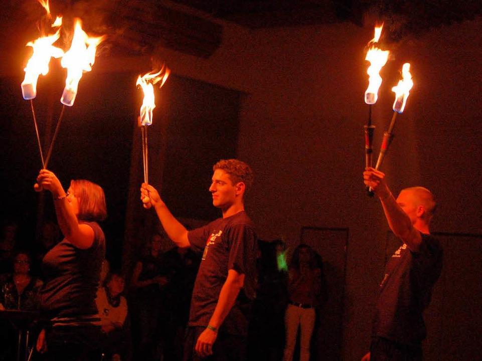 Beeindruckend auch die Feuershow von  Paperlapapp.    Foto: Edgar Steinfelder