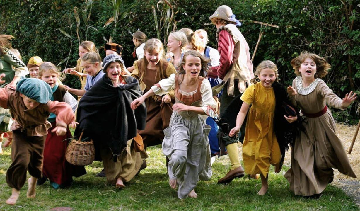 Wenn in Staufen am Rad der Geschichte ...die jüngsten Stadtbewohner  mit dabei.    Foto: pr