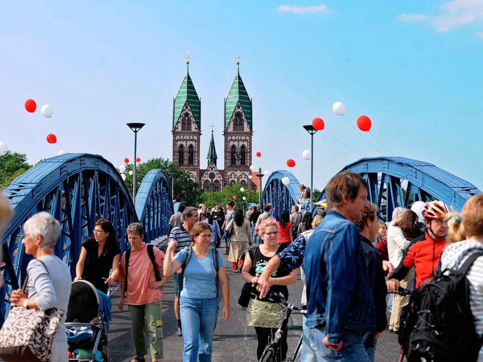 Nach eineinhalb Jahren endlich wieder frei: Die Wiwili-Brücke.  | Foto: Rita Eggstein