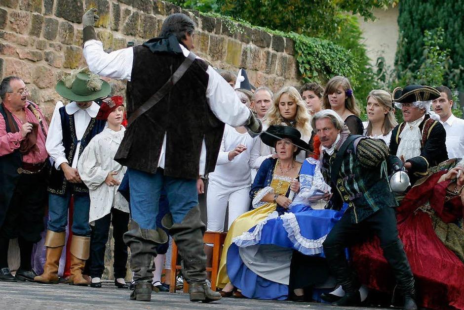 So lieben wir Mantel-und-Degen-Dramen: Viel Action und bunte Kostüme. (Foto: Heidi Foessel)