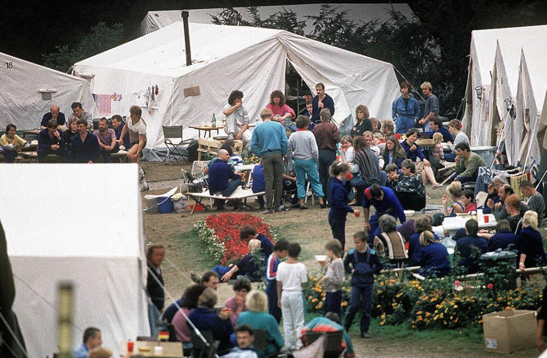 Tausende DDR-Bürger warteten 1989 auf ... ihre Ausreise in die Bundesrepublik.   | Foto: DPA