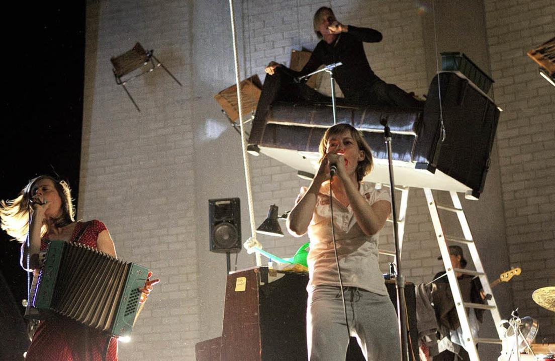Ein Theaterabend als Liederabend – und Schauspieler, die gut singen können    Foto: Simon Hallström
