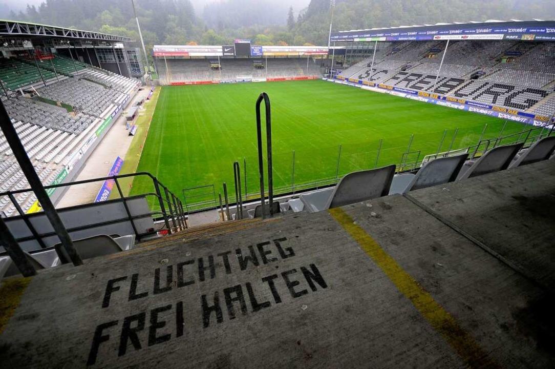 Das Dreisamstadion in Freiburg: zu klein für Liga 1.  | Foto: Ingo Schneider