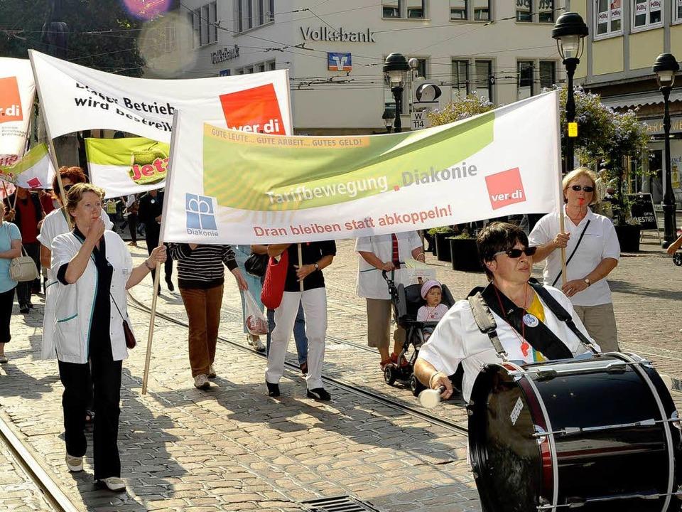 Unüberseh- und unüberhörbar: der gestr...nie-Mitarbeitern durch die Innenstadt   | Foto: Kunz
