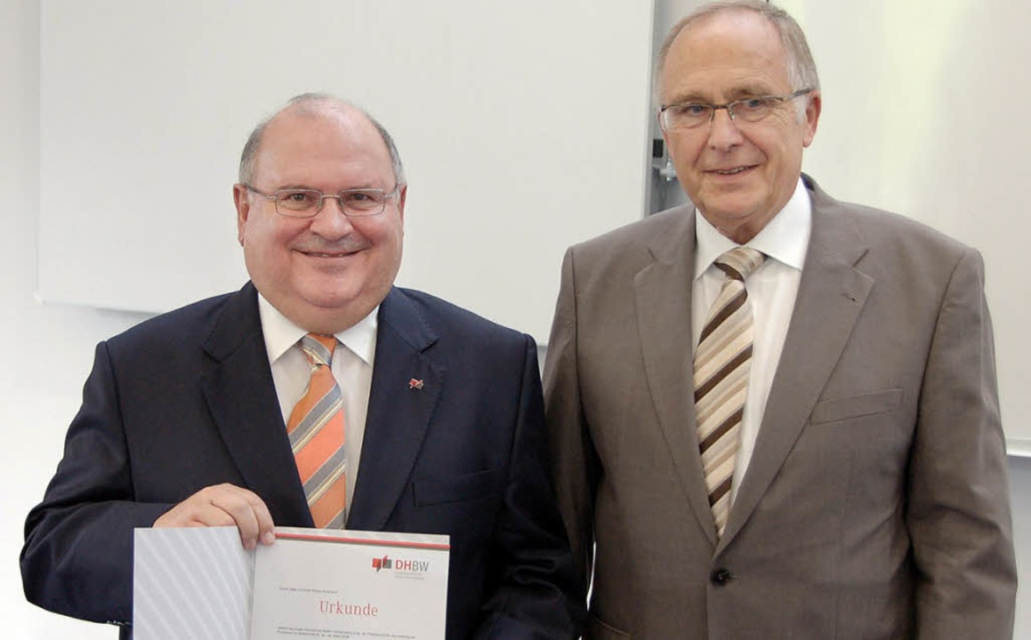Alois Franke (links) wurde von Profess...r Dualen Hochschule  Lörrach ernannt.   | Foto: Michael Reich