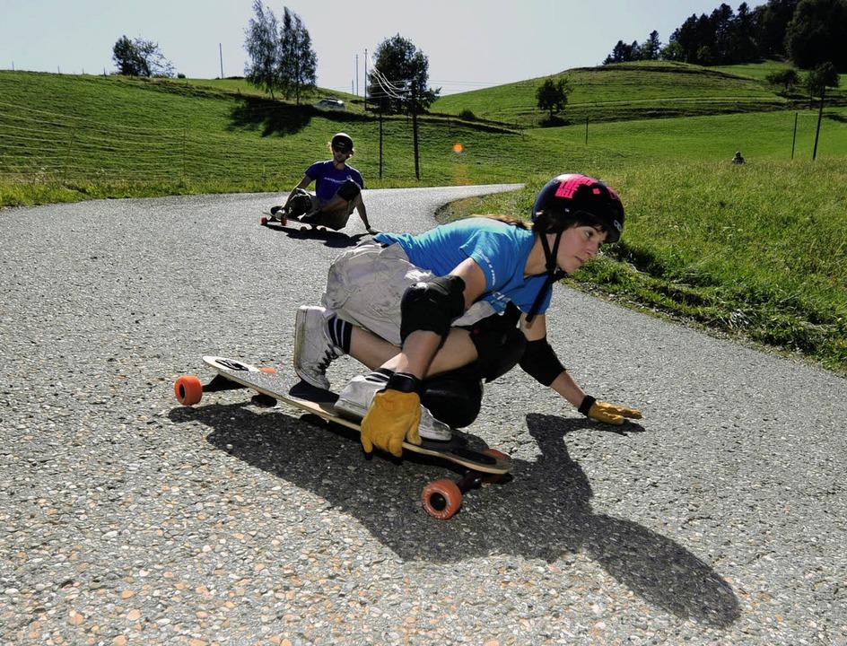 Gekonnt die Kurve kratzen: Für Longboarderin Felicitas Bücheler kein Problem.   | Foto: Ingo Schneider