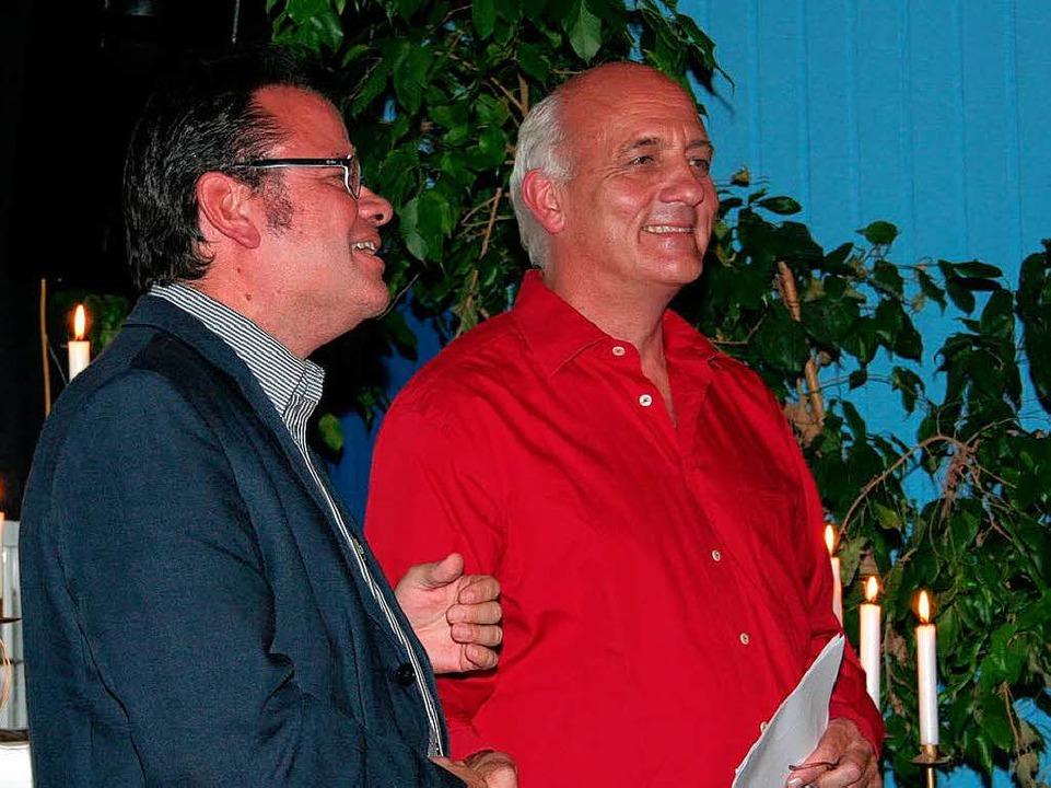 Bernd Zickgraf (links),  Stellvertrete...große Engagement des Kommunalen Kinos.  | Foto: Karin Heiß
