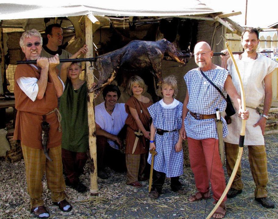 """Wie die Kelten im einstigen Tarodunum ...efescht"""" des MGV Zarten fühlen.     Foto: monika rombach"""