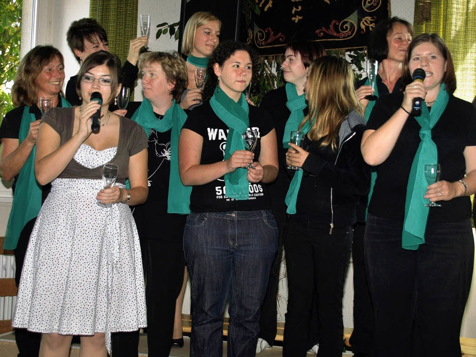 Eine der drei Kostproben des Musicalpr...ie Verlobungsfeier aus dem ersten Bild  | Foto: Karin Stöckl-Steinebrunner