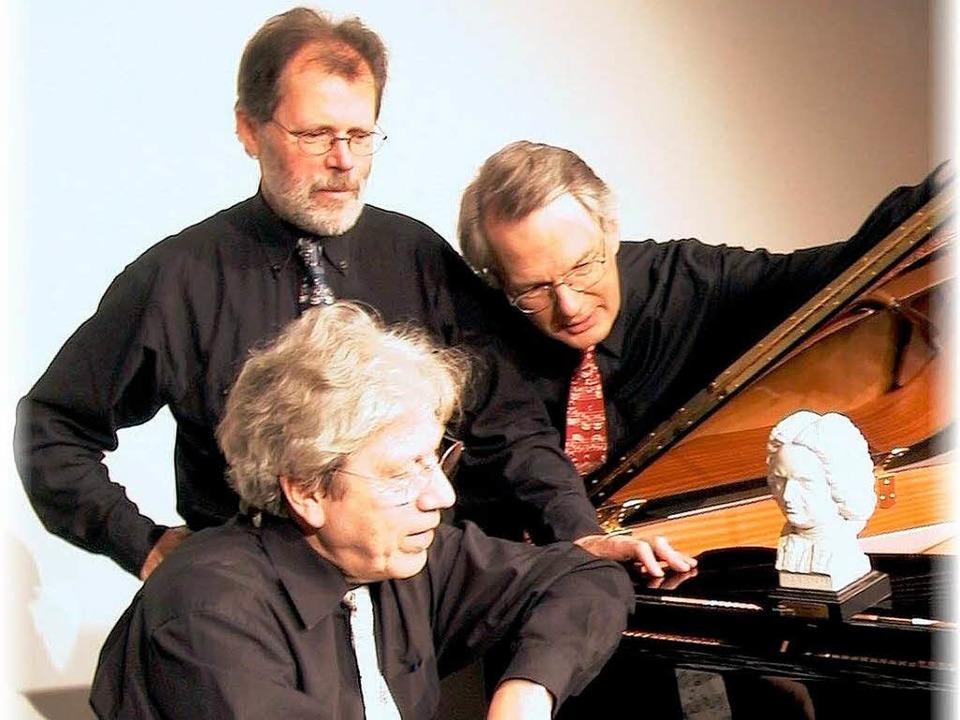 Das Bosart-Trio blickt auf Bach: HansH... (stehend, von links), Reinhard Buhrow    Foto: Promo