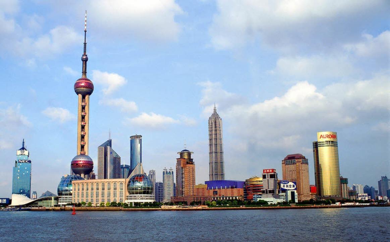 Der  Boom hat China in die Moderne kat...ratur. Hier die Skyline von Schanghai.  | Foto: dpa