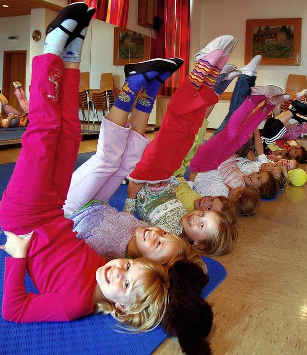 Hoch mit dem Po: Die jüngsten Tänzer d...als wär's gar nicht anstrengend.  | Foto: Kathrin Blum