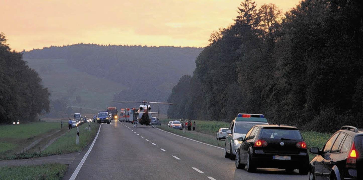 Über drei Stunden war die Bundesstraße...wegen des schweren Unfalls gesperrt.    | Foto: Hüfner