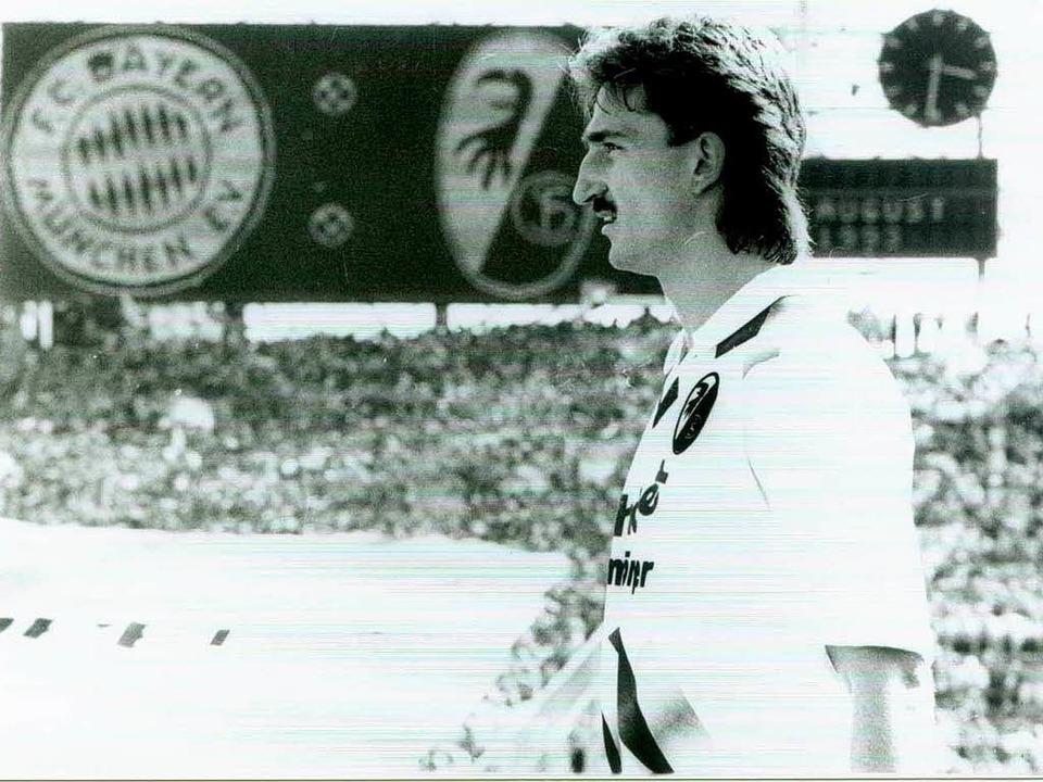 Oliver Freund  am 7. August 1993 im Ol...iel des SC Freiburg in der Bundesliga.    Foto: ms