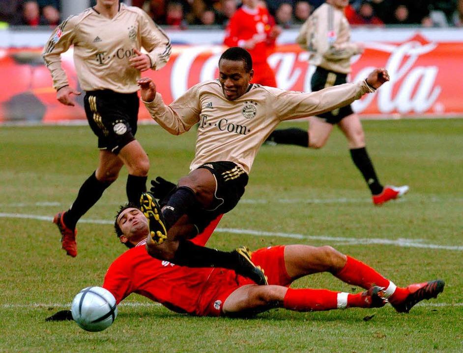 Roda Antar bremst Zé Roberto. Das bish...m Februar 2005 wurde mit 0:1 verloren.    Foto: Michael Heuberger