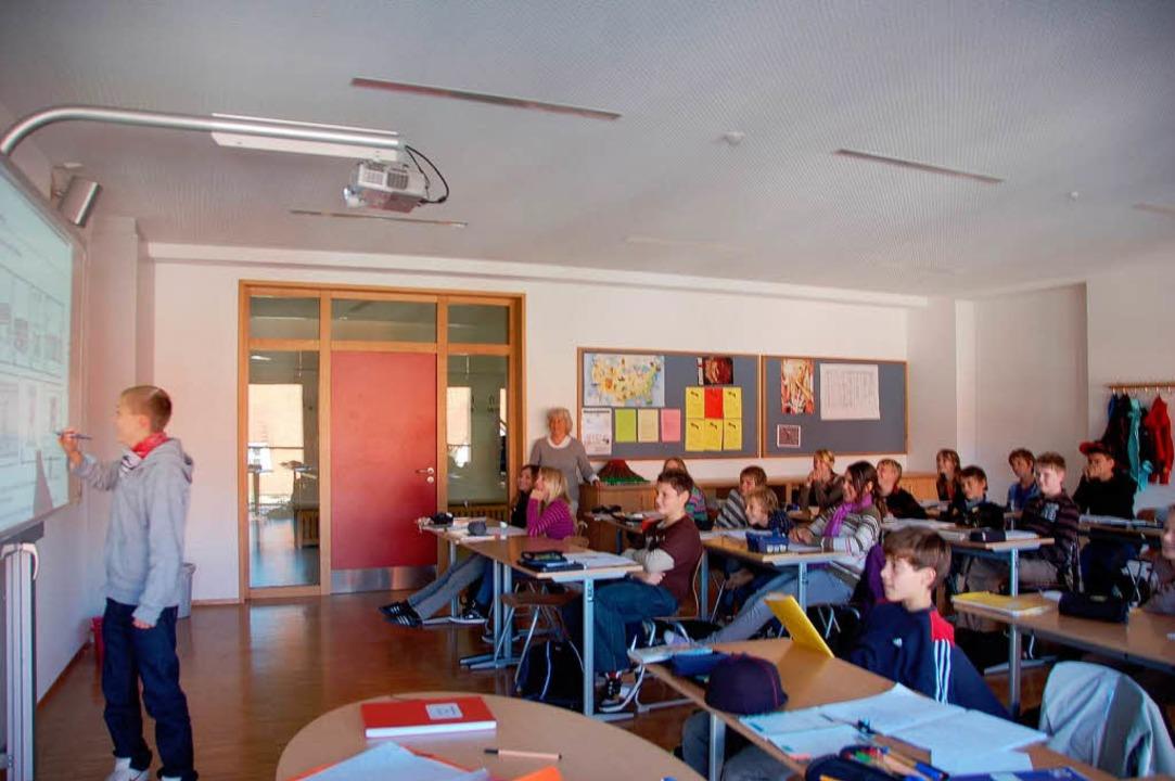 In  den neuen Klassenzimmern arbeiten ...rn mit  elektronischen  Active-Boards.  | Foto: Victoria Kampfmann