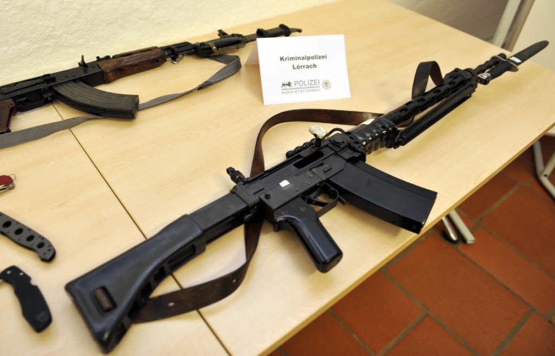 Beim dem 22-Jährigen wurden auch Schusswaffen gefunden.  | Foto: dpa