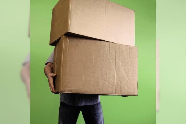 Mann verliert Job wegen gebrauchter Kartons