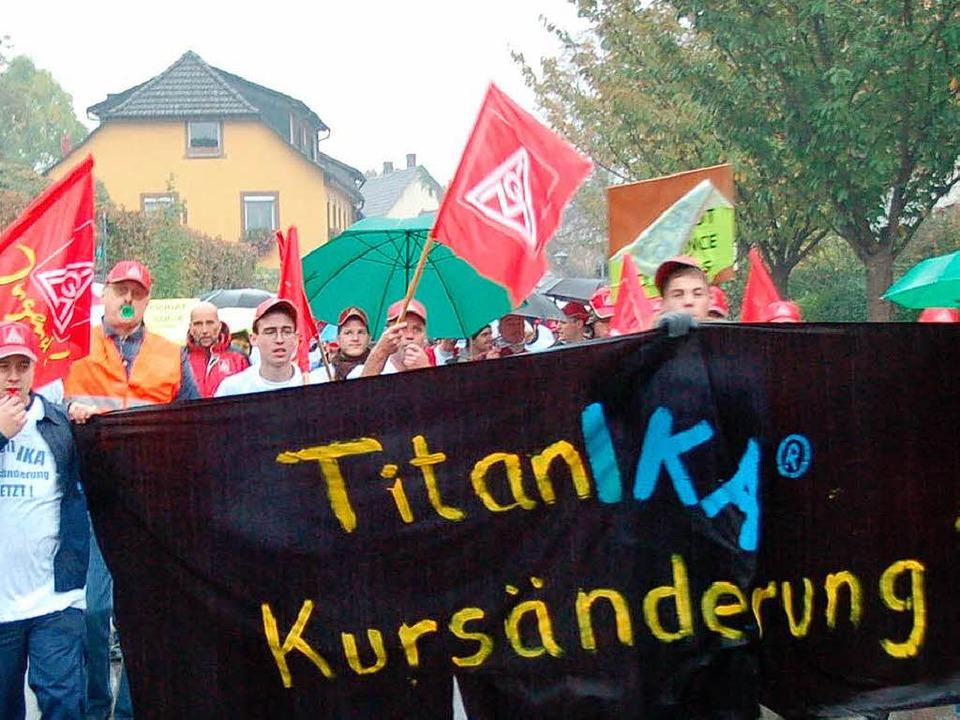 Die IKA-Mitarbeiter bei ihrem Demonstrationszug durch die Staufener Innenstadt    Foto: MArkus Donner