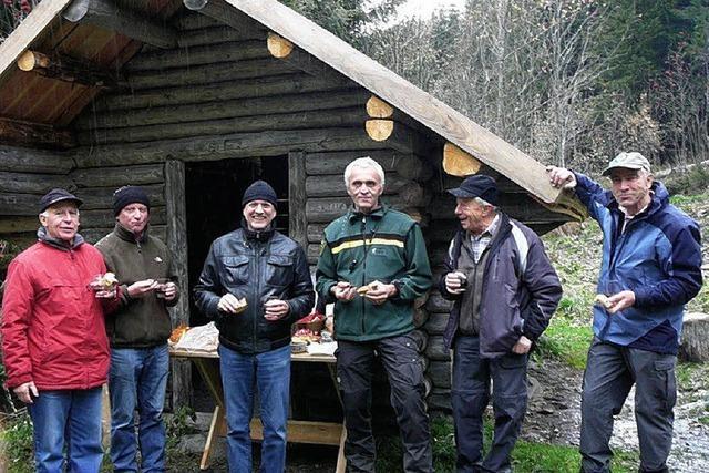 Schutzhütte erhielt ein neues Dach