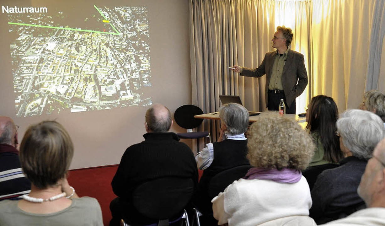 Frank Löbbecke beim Vortrag im BZ-Haus  | Foto: Thomas Kunz