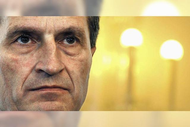 Oettinger wird nach Brüssel weggelobt