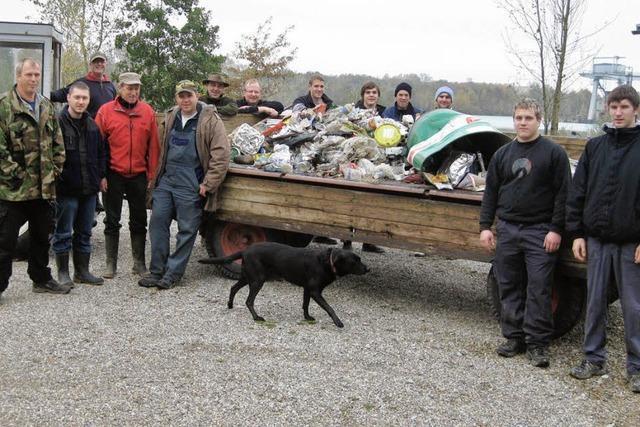 Angler sorgen wieder für saubere Ufer am See