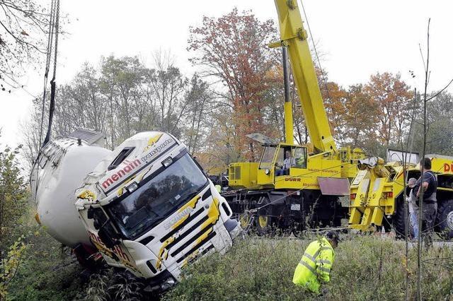 Schutterwald: 40-Tonner kippte um
