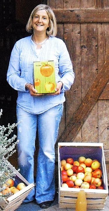 Alexandra Schappacher mit Äpfeln in Ki... tollsten finden Kinder  Spiraläpfel.   | Foto: rob