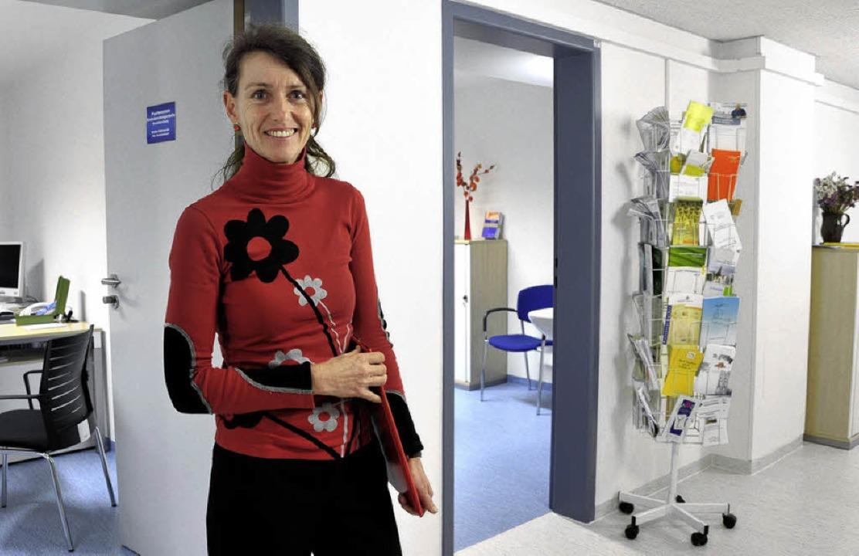 Hilfreich bei der Selbsthilfe:  Sozial...eike Ostrowski in der Beratungsstelle   | Foto: Kunz