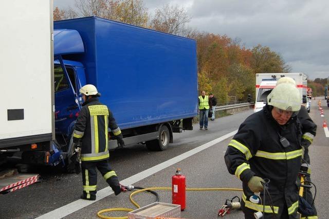 Autobahn 5 nach Unfall zeitweise voll gesperrt