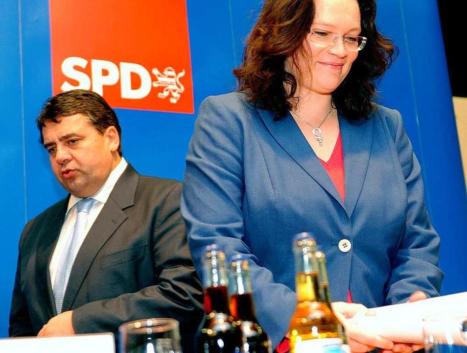 Pessimismus goodbye: Sigmar Gabriel (l...ferenz in Esslingen die düsteren Töne.  | Foto: dpa