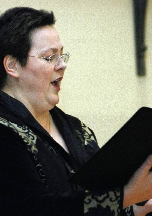 Die Lahrer Sängerin Viola de Galgoczy ...r Schillersaal ganz in ihrem Element.   | Foto: Siefke