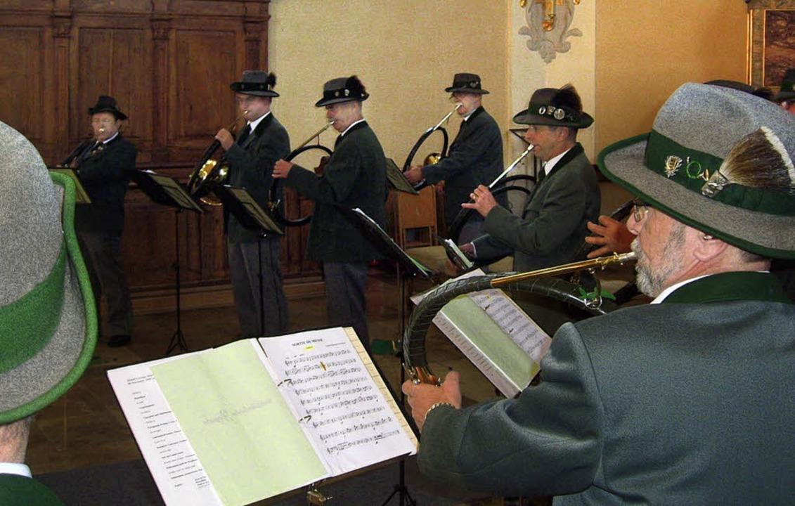 Jagdhornbläser bereichern den Gottesdienst.     Foto: Rudi Rest