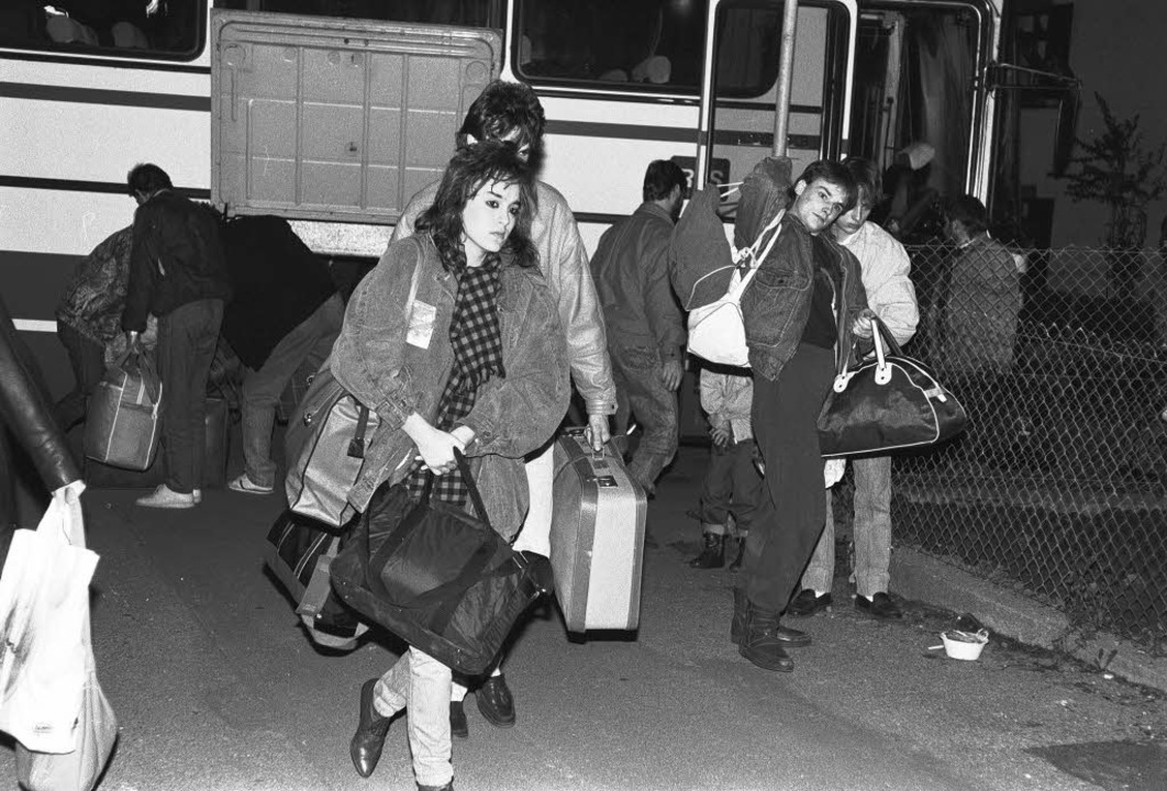 Busse mit DDR-Flüchtlingen  kamen Mitt... gab's in der Hülschematthalle.   | Foto: archivfoto: Ingrid Schubert